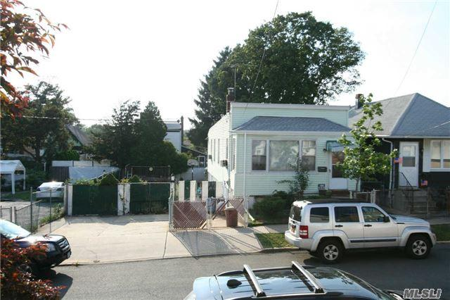 5-20 125th St, College Point, NY 11356