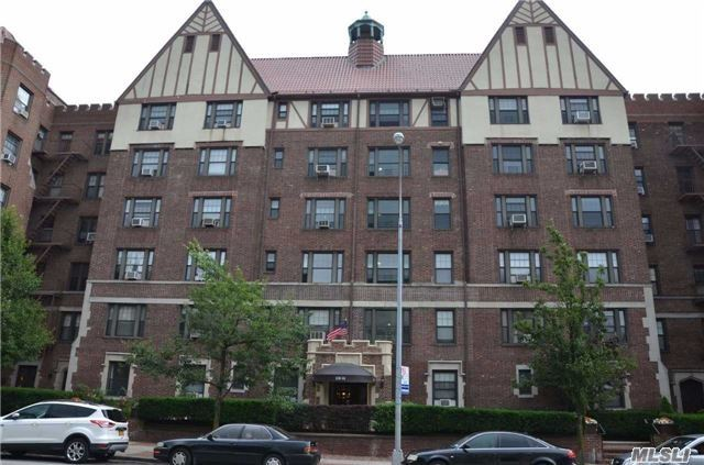 109-14 Ascan Ave #6P, Forest Hills, NY 11375
