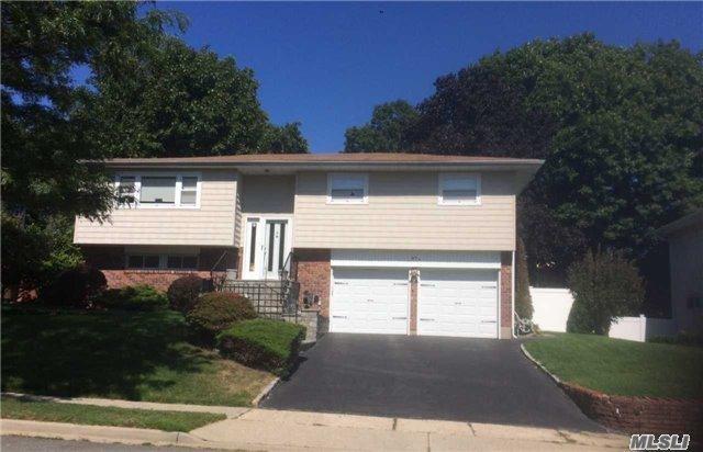 57 Beaumont Dr, Plainview, NY 11803