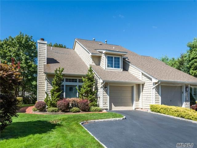 4 Cedar Ridge Dr, Bay Shore, NY 11706