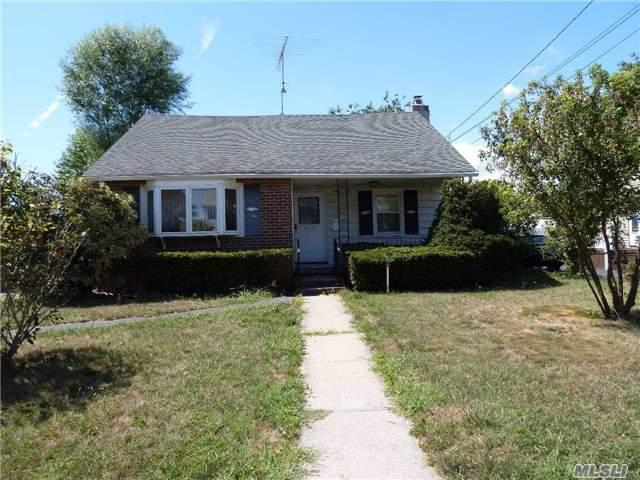 30 Rhoda Ave, North Babylon, NY 11703