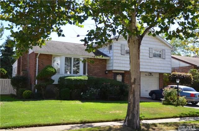 946 Woodoak Drive, Baldwin, NY 11510
