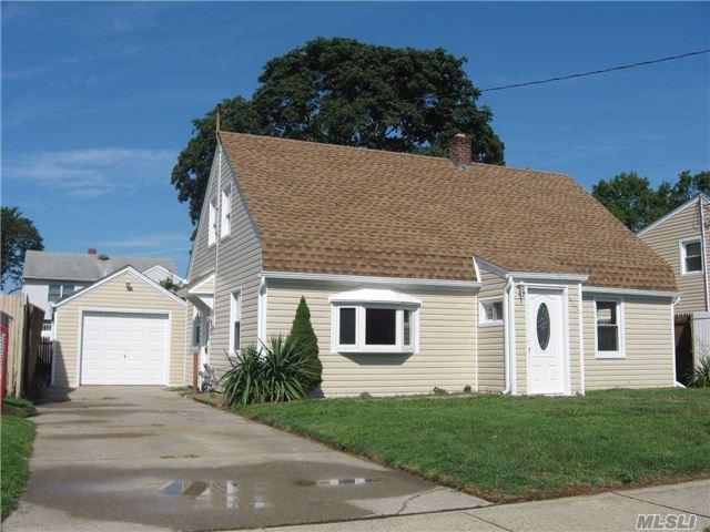2496 Woodland Ave, Wantagh, NY 11793