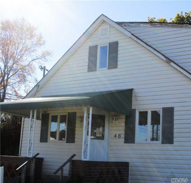 48 Buena Vista Blvd, Lindenhurst, NY 11757