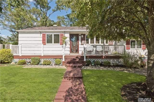285 Horseblock Rd, Farmingville, NY 11738