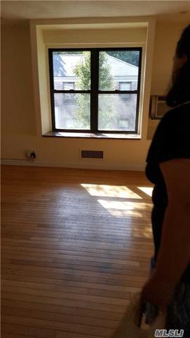 30 Terrace Cir #2C, Great Neck, NY 11021
