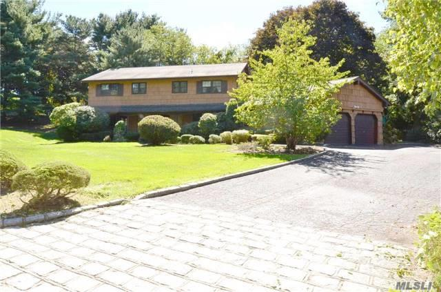 35 Peppermill Lane, Dix Hills, NY 11746