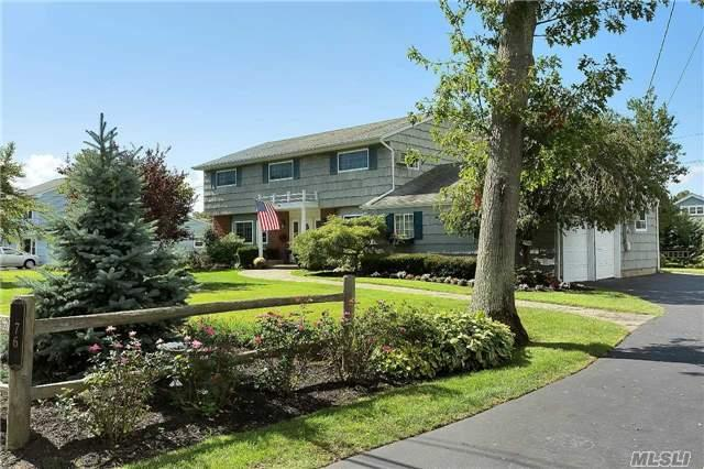 76 West Ln, Bay Shore, NY 11706