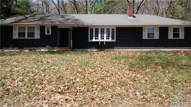 405 Fox Hollow Rd, Mattituck, NY 11952