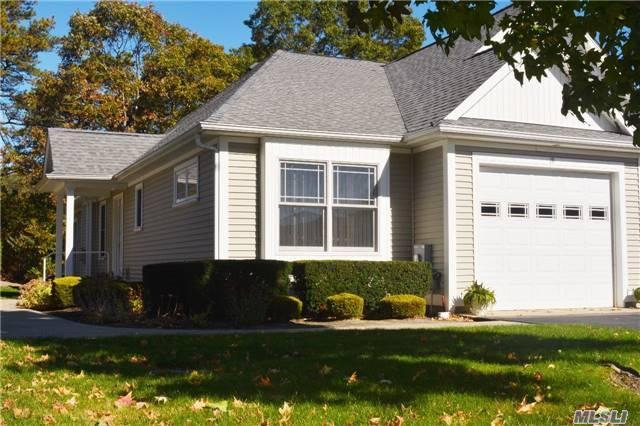 19 White Oak Ct, Coram, NY 11727