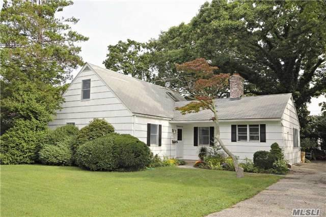 148 S Bay Avenue, Brightwaters, NY 11718