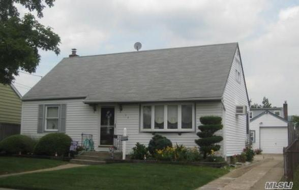 73 Manor Pkwy, Uniondale, NY 11553