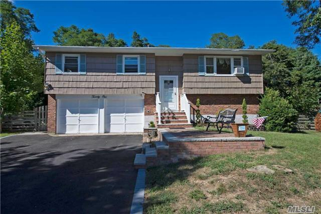 21 Manchester Blvd, Wheatley Heights, NY 11798
