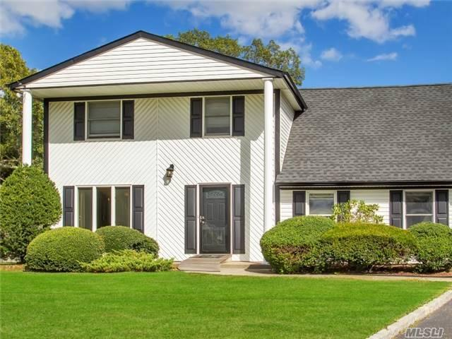 9 Heather Ct, Centereach, NY 11720