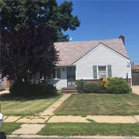 28 Audrey Ave, Plainview, NY 11803