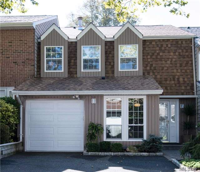 54 Estate Ct, Woodbury, NY 11797