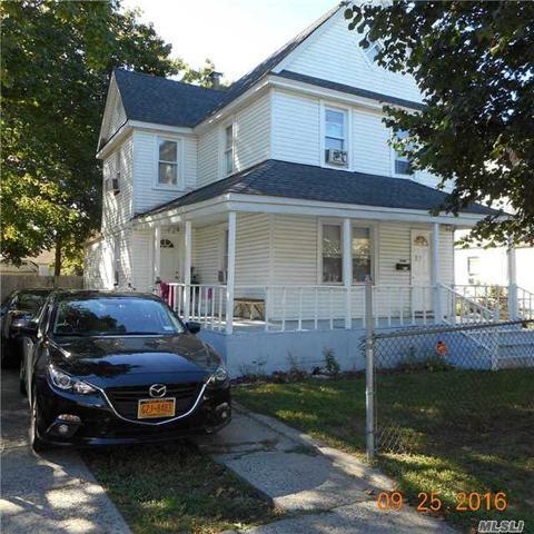 21 Astor Pl, Roosevelt, NY 11575