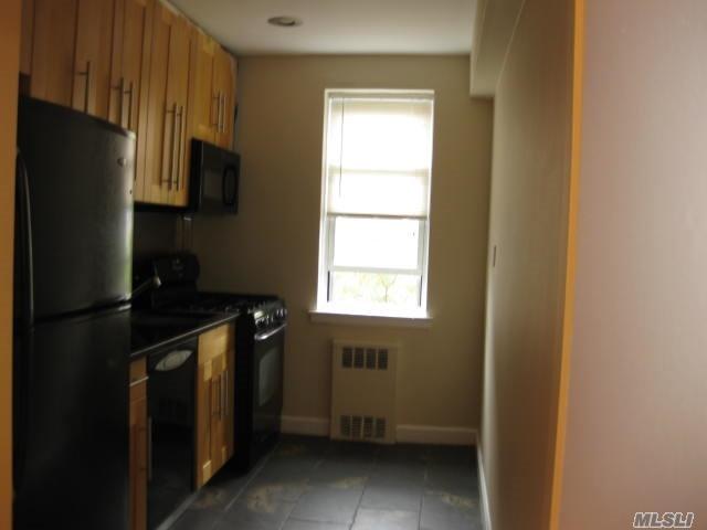 36 Cathedral Avenue #5B, Hempstead, NY 11550