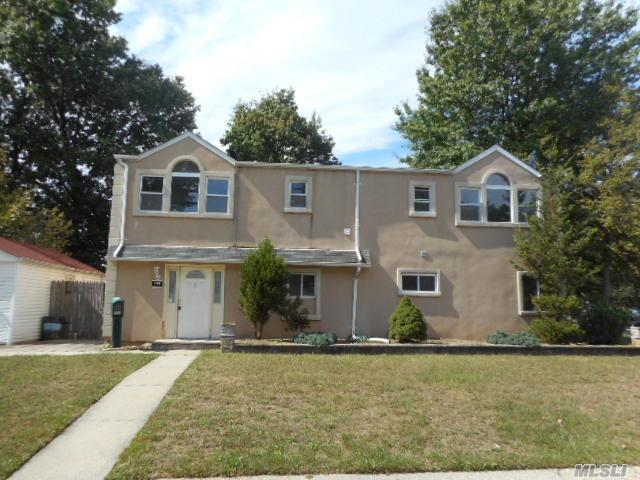 114 Blacksmith Rd, Levittown, NY 11756