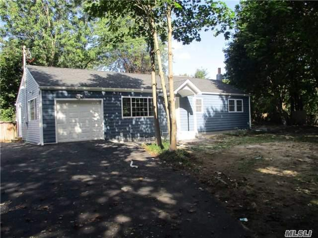 47 Fallon Rd, Bay Shore, NY 11706