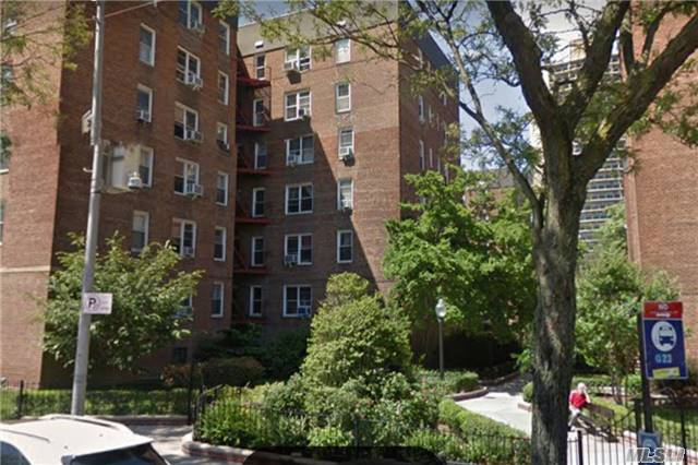 66-40 108th St #2F, Forest Hills, NY 11375