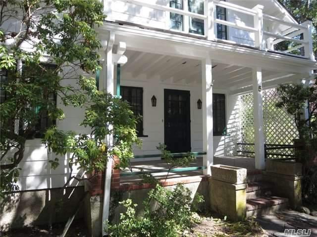 5 Oakwood Place, Huntington, NY 11743