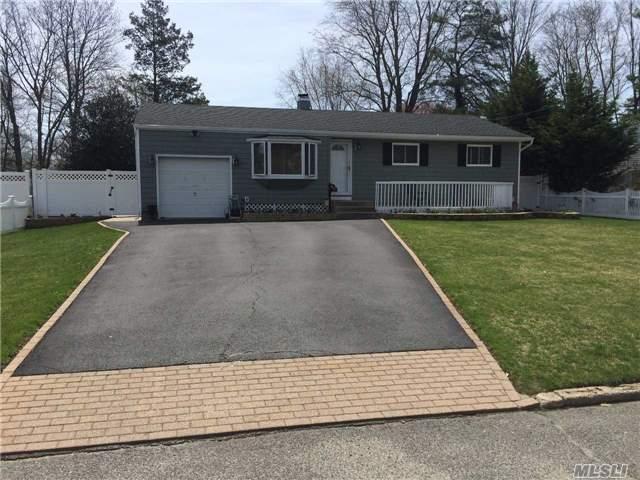 149 Connecticut Ave, Bay Shore, NY 11706