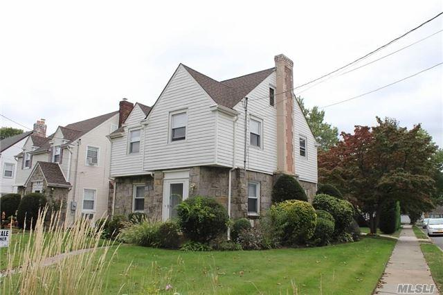 63 Murdock Rd, E. Rockaway, NY 11518