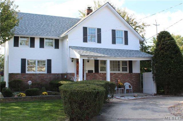 950 Old Britton Rd, North Bellmore, NY 11710