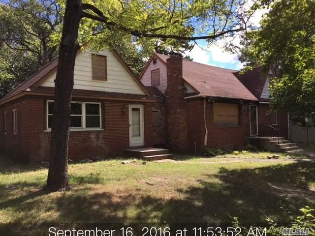 11 Hawkins Ave, Medford, NY 11763