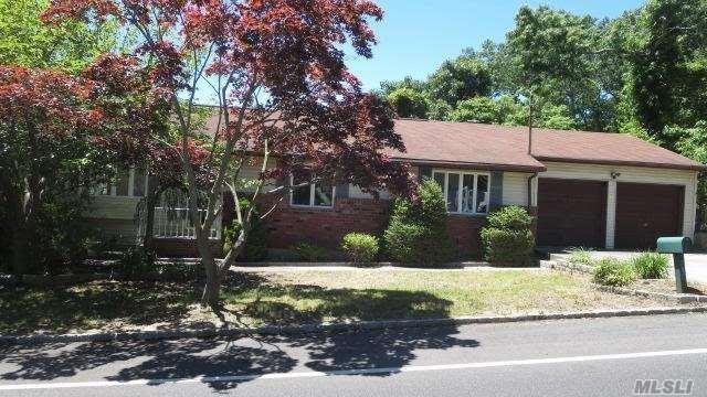 192 Berkshire Dr, Farmingville, NY 11738