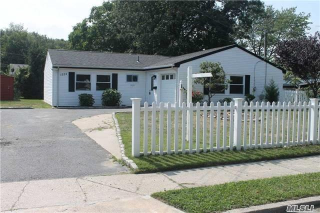 1322 Chicago Ave, Bay Shore, NY 11706