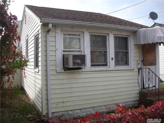 14 Kirgan Ct, East Rockaway, NY 11518