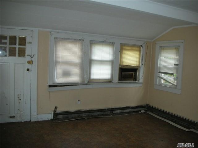 14 Kirgan Court, East Rockaway, NY 11518