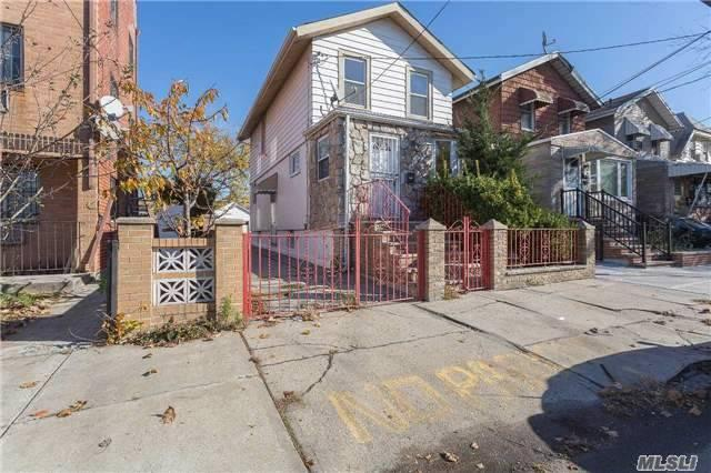 31-11 58th St, Woodside, NY 11377
