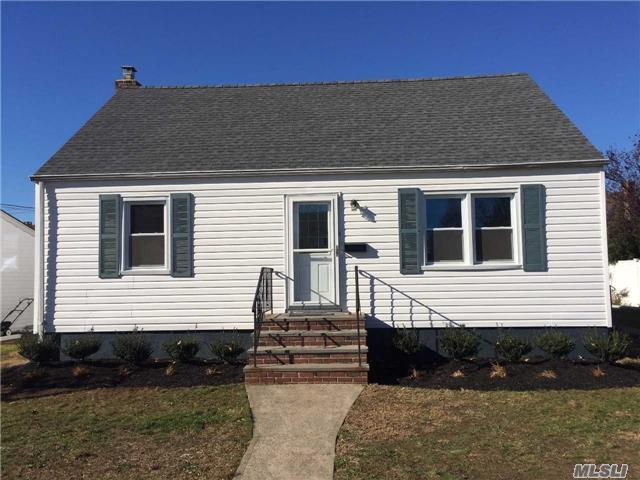 12 Cottage Blvd, Hicksville, NY 11801