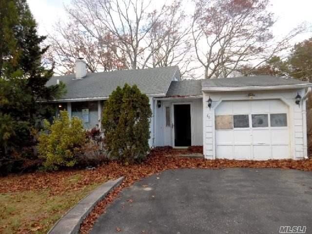 46 Pine Ct, Riverhead, NY 11901