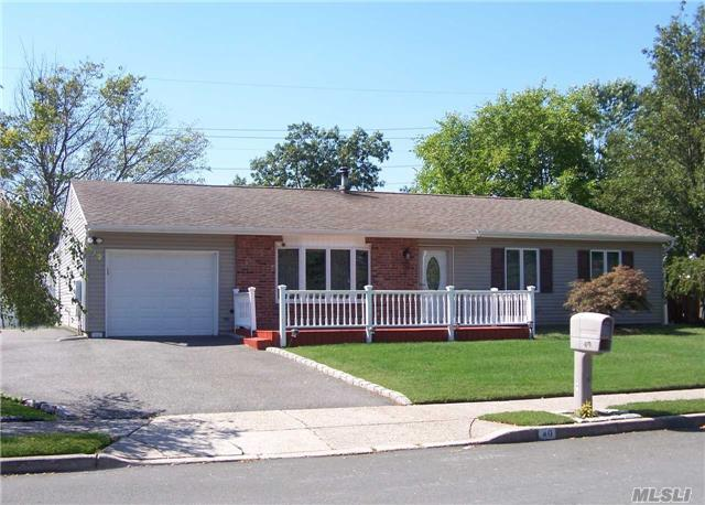 40 Annandale Rd, Holbrook, NY 11741