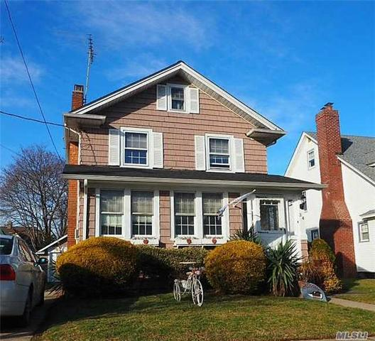34 N Kensington Ave, Rockville Centre, NY 11570