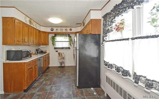 368 Concord Avenue, Lindenhurst, NY 11757