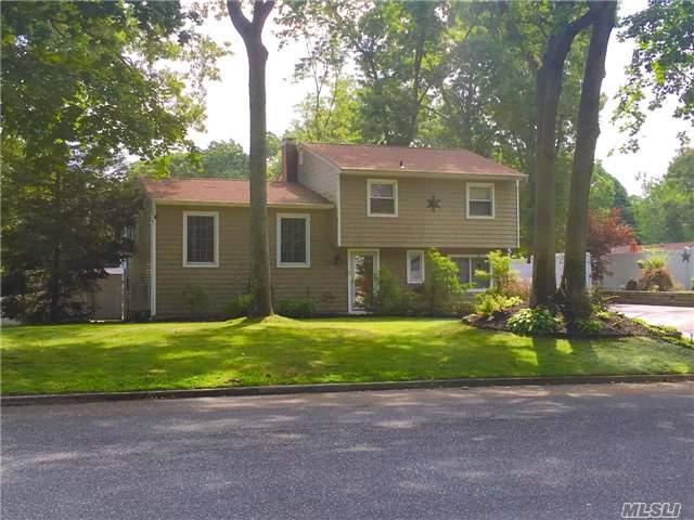 61 Avenue D, Farmingville, NY 11738