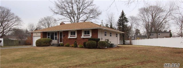 4 Frances Ct, East Northport, NY 11731