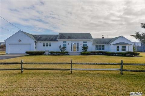 76 Dune Rd, Quogue, NY 11959