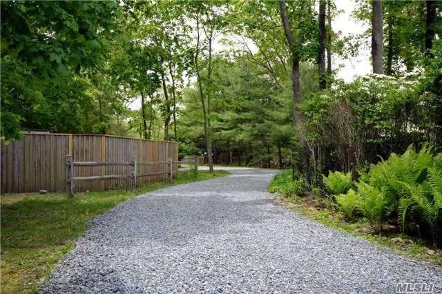 2 Little Pine Ln, Quogue, NY 11959
