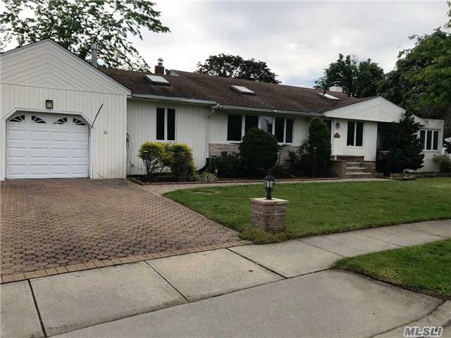 61 Berkshire Rd, Hicksville, NY 11801