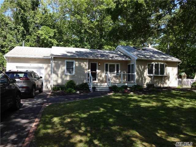 17 Arnold Dr, Middle Island, NY 11953