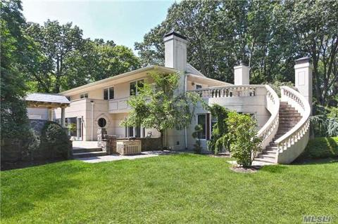 19 Forest Dr, Sands Point, NY 11050