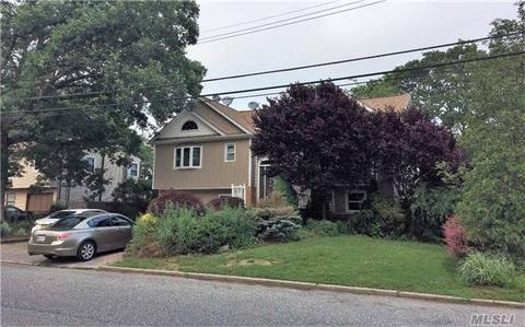 17 2nd St, Brentwood, NY 11717