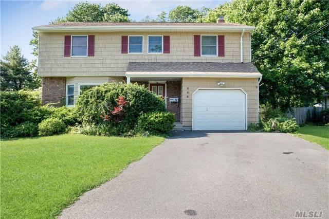 353 Middle Rd, Bayport, NY 11705