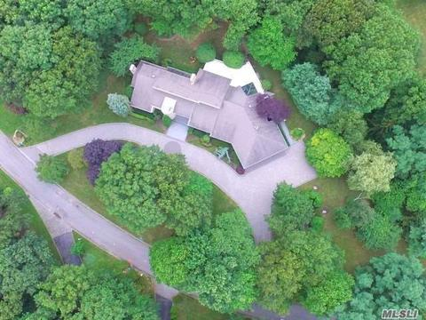 10 Centre View Dr, Oyster Bay, NY 11771